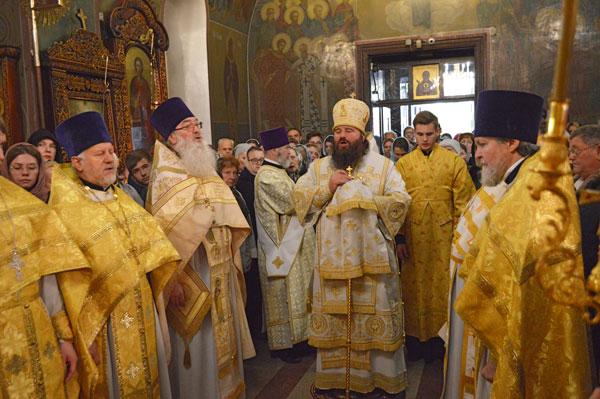 Управляющий Северным викариатством епископ Сергиево-Посадский Парамон возглавил богослужение в храме иконы Божией Матери «Знамение» в Аксиньине