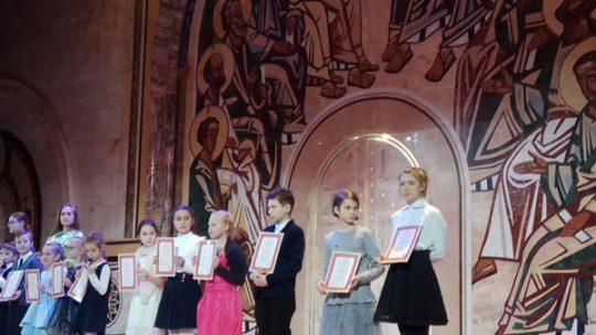 Награждение ученицы воскресной школы храма в Аксиньино на международном художественном конкурсе «Красота Божьего мира»