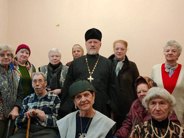 Клирик храма посетил ЦСО района Левобережный