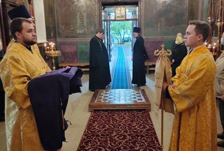 Управляющий Северным Викариатством епископ Наро-Фоминский Парамон совершил Божественную литургию в храме иконы Божией Матери «Знамение» в Аксиньино