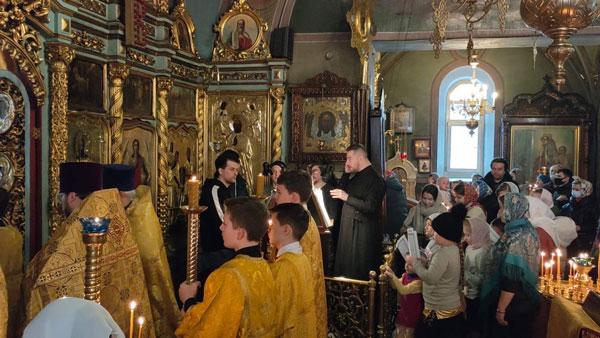 «Детская» литургия в Аксиньинском храме
